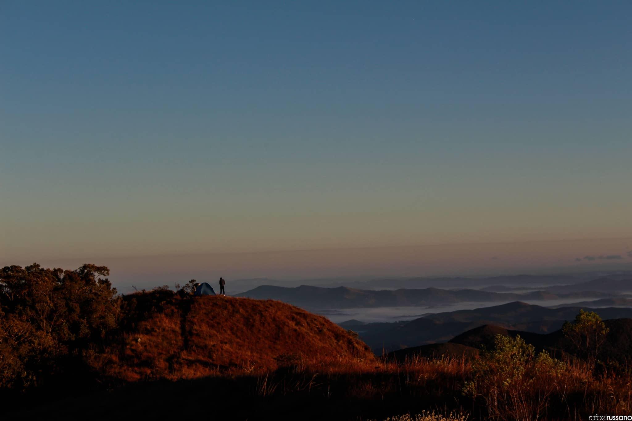 Vista do alto do Pico do Rachado.