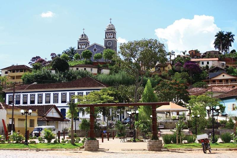 Praça, Solar dos Barões e Igreja Matriz.